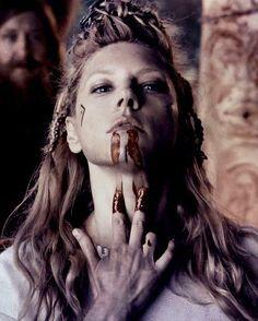 Lagertha And Ragnar Ragnar Lothbrok Vikings, Vikings Show, Vikings Tv Series, Bracelet Viking, Viking Jewelry, Women's Jewelry, La Catarina Tattoo, Arte Viking, Viking Cosplay