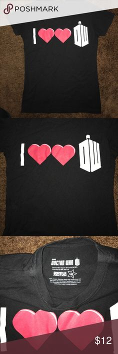 """Doctor Who graphic tee * Condition: like new! * Fit: runs a little small * Size: medium * No trades please.  * Smoke free and pet free home *  Price is negotiable using the """"offer"""" button, I do not negotiate in the comments 💕 Tops Tees - Short Sleeve"""