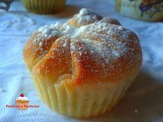 Dal matrimonio tra un muffin goloso e una briochina soffice nascono questi deliziosi Muffin brioche alla nutella, perfetti per la colazione, per la merenda o per qualsiasi momento della giornata che necessiti di una piccola coccola.