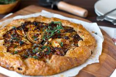 French Onion Gruyere Pear Galette blends caramelized onions, salty gruyere & a kiss of sweetness from pear on a bed of flaky crust topped with fresh thyme. Quiches, Galette Recipe, Pear Tart, Cheese Tarts, Savoury Baking, French Onion, Cheese Recipes, Vegetarian Recipes, Food Photography