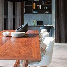 Australia Home, Austrália. Projeto do escritório McAllister Alcock Architects. #interiores #arquiteturaein0teriores #arte #artes #arts #art #artlover #design #interiordesign #architecturelover #instagood #instacool #instadaily #furnituredesign #design #projetocompartilhar #davidguerra #arquiteturadavidguerra #shareproject #dinigroom #diningroomdesign #mcallisteracockarchitects #australiadesign