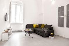 faulenzen, lesen, Weintrinken, ... großes Sofa, HD Sat-TV, Röhrenradio, WLAN. / / / / / / / /   casapolpo.com (Ferienwohnung) CASA POLPO appartamento #italien #apulien #monopoli #puglia #italia #urlaub #ferienwohnung #casapolpo #interior #design