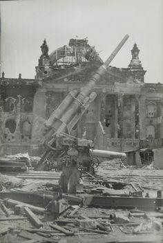 Reichstag & 88mm, Berlin 1945