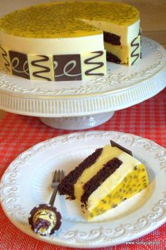 Tort cu mousse de mango si fructul pasiunii Cookie Recipes, Dessert Recipes, Chocolate Caramel Cake, Christmas Dishes, Food Cakes, Fancy Cakes, Something Sweet, Coffee Cake, Relleno