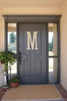 Home Remodeling Tips DIY Home Improvement On A Budget - Front Door Miracle - Easy and Cheap Do It Yourself Tutorials for Updating and Renovating Your House - Home Decor Tips and Tricks, Remodeling and Decorating Hacks - DIY Projects and Crafts by DIY JOY Easy Home Decor, Cheap Home Decor, Home Improvement Projects, Home Projects, Diy Home Decor For Apartments, Decoration Ikea, Front Door Makeover, Door Redo, Backyard Makeover