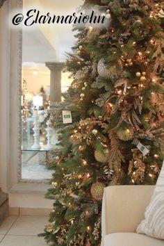 Christmas Mantels, Christmas Holidays, Christmas Wreaths, Christmas Crafts, Christmas Decorations, Holiday Decor, Birth Of Jesus, Beautiful Christmas Trees, Winter Solstice