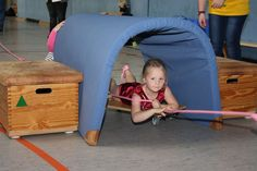 Zelt Preschool Gymnastics, Gymnastics Skills, Kids Gym, Exercise For Kids, School Sports, Kids Sports, Motor Activities, Toddler Activities, Play Gym