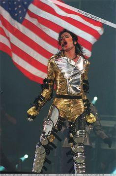 MJJ HISTORY ERA - Michael Jackson Photo (20405589) - Fanpop Michael Jackson History Tour, Michael Jackson Outfits, Michael Jackson Art, Michael Jackson Silhouette, Michael Jackson Neverland, Gold Pants, Gold Outfit, King Of Music, Pop Singers