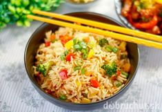 Broccoli Capsicum Pulao Recipe is a simple healthy and nutritious rice recipe that is has roasted Raisins and Cashew Nuts making it delici. Vegetarian Fried Rice, Vegetable Fried Rice, Fried Vegetables, Broccoli Indian Recipes, Indian Food Recipes, Ethnic Recipes, Fun Easy Recipes, Healthy Recipes, Free Recipes
