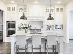 Kitchen Interior Remodeling - There are a number of options in regards to decorating your kitchen. The white kitchen may be fun, also. You may use this white kitchen layout to design or remodel your kitchen that produces a elegant effect. Kitchen Interior, Kitchen Flooring, Kitchen Remodel, Farmhouse Style Kitchen, Kitchen Cabinets Decor, Home Kitchens, Kitchen Layout, Kitchen Renovation, White Kitchen Design