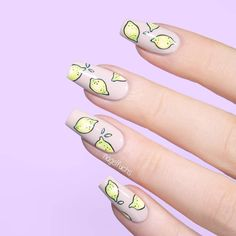 Check out our amazing collection of glitter ombre nails to get inspired. We will also show you all the latest trends in the world of manicure. Fruit Nail Designs, Red Nail Designs, Christmas Nail Designs, Christmas Nails, Lemon Nails, Spring Nail Trends, Minimalist Nails, French Tip Nails, Diy Nails
