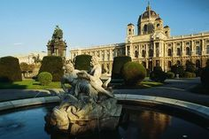 Vienna's museums show works by world-famous artists such as Gustav Klimt, Egon Schiele, Albrecht Dürer and Pieter Bruegel, as well as contemporary art by exciting newcomers. Museum Exhibition, Art Museum, Vienna Museum, Palacio Imperial, Capri, World Famous Artists, Caravaggio, Art History, Barcelona Cathedral