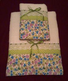 Jogo de toalhas Patchwork Dish Towels, Hand Towels, Tea Towels, Seminole Patchwork, Patchwork Bags, Home Crafts, Diy And Crafts, Applique Towels, Bathroom Towel Decor