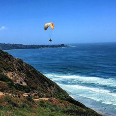 #blacksbeach #lajolla #sandiego #cliffs #cliffparagliding #paragliding #waves #view #cali #calilife #calilove #caliliving #calivibes #goodvibesonly #westcoastvibes #westcoastlove ✌🏽🏝🏄🏽♀️⛱#photography #photoart #lajollalocals #sandiegoconnection #sdlocals - posted by Mariana de Almeida  https://www.instagram.com/mariana_dreamer. See more post on La Jolla at http://LaJollaLocals.com