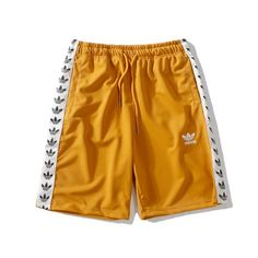 adidas Adilette New {{Bold Yellow Shorts Mens, Striped Shorts, Casual Outfits, Men Casual, Casual Styles, Casual Menswear, Smart Casual, Winter Outfits, Girl Outfits
