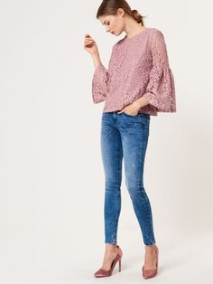 http://www.mohito.com/pl/pl/collection/all/bluzki/se594-03x/lace-blouse-with-wide-sleeves