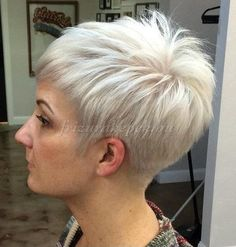 70 Short Shaggy, Spiky, Edgy Pixie Cuts and Hairstyles Silver Blonde Pixie Hairstyle Choppy Pixie Cut, Short Choppy Haircuts, Edgy Pixie Cuts, Choppy Layers, Short Bangs, Haircut Short, Long Pixie, Blonde Pixie Cuts, Asymmetrical Pixie