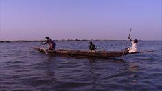 Ablegen (Nautik), Einbaum, Boje, Turban, Kanu, Wellig, Afrikanische Kultur, Niger (Fluss), Fischernetz, Fischen (Fischerei), Fischerboot,…