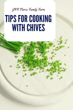 Is your garden loaded with chives this season? If so, it might be time to consider some of these top chive recipes. Your taste buds will thank you! Organic Recipes, Vegan Recipes, Cooking Recipes, Herb Recipes, Healthy Foods To Eat, Healthy Life, Fresh Chives, Fresh Herbs, Taste Buds