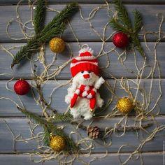 Скоро скоро Новый Год! Продается Цена 600 руб + почта Sale Price 10$ + shipping #зайчик #заяц #зайка #игрушка #детям #амигуруми #amigurumi #вязание #knitting #белый #шапка #шарф #игрушка #toy #toys #gift #подарок #handmade #ручнаяработа #рукоделие #hobby #хобби #новыйгод #праздник #рождество #christmas #newyear #bunny #rabbit #teddybunny