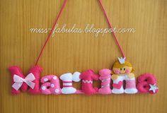 Miss Fábulas: CARTELES Felt Name Banner, Felt Letters, Handmade Crafts, Diy And Crafts, Crafts For Kids, Diy Y Manualidades, Craft Stalls, Felt Wreath, Baby Banners