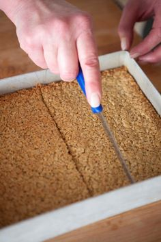 Soft and chewy or crisp and crunchy, as you prefer, flapjacks are one of the all-time greats lunchtime or teatime, a good flapjack is difficult to beat. Sweet Recipes, Cake Recipes, Flapjack Recipe, Delicious Desserts, Yummy Food, Healthy Food, Tasty, Breakfast Bars, World Recipes