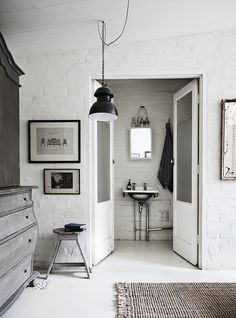 my scandinavian home: 'The White Room' - a studio with beautiful one-off vintage pieces Melbourne Apartment, Baños Shabby Chic, Brick Room, Brick Walls, Turbulence Deco, White Rooms, White Walls, Scandinavian Interior, Modern Interior