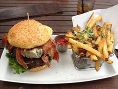 Best craft Burgers in Fort Lauderdale. Be sure to check out their Beer School Monday's with half price craft beer from 8 pm to close with live music. #FortLauderdale #Burgers