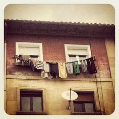 Hay ropa tendida (gente con la antena puesta) - @jasepuch