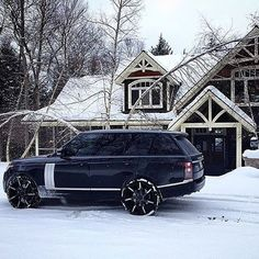 Range Rover ❄️ What a beautiful sleigh! Tag a friend you'd give this car to! Photo by @jimmywwilliams