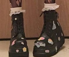 grunge goth goth, boots, and cyber image Indie Outfits, Grunge Outfits, Punk Outfits, Chill Outfits, Grunge Look, Mode Grunge, Style Grunge, 90s Grunge, Aesthetic Shoes