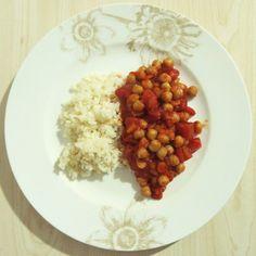 Zum Abendessen hatte Swanni dann ganz simpel Reis mit Kichererbsen in Tomatensosse. Oft sind die einfachen Dinge auch die besten.