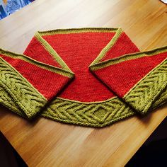 Ravelry: Entrelacé Cabled Shawl Mystery KAL pattern by Linda Browning