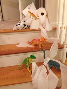 Dinovember 2014 Day 12: Toilet paper trouble