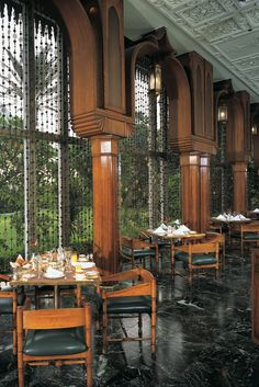 Khan Al Khalili restaurant is an all-day eatery, with views of the gardens and pyramids. Cairo Restaurant, Restaurant Design, Winter Garden Restaurant, Piscina Hotel, Holidays In Egypt, Great Pyramid Of Giza, Pyramids Of Giza, Egypt Travel, Arquitetura