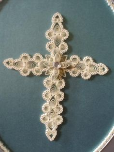 Quilled cross - I see this in my future projects! Gorgeous! Thought it was crocheted!