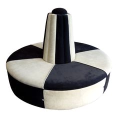 Exceptional  art-deco central sofa from Hotel Le Meurice. SEXY black & white seating