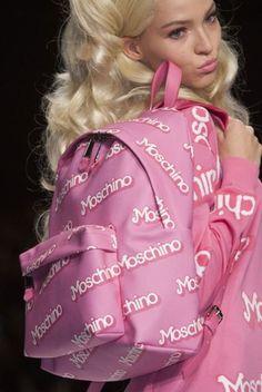Moschino Borse primavera estate 2015: Barbie Girls tutte in Rosa Shocking Moschino borse primavera estate 2015 zainetto