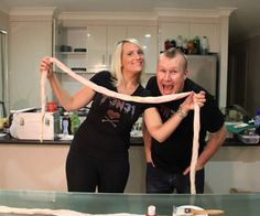 How to Make Fake Intestines!: In our First Episode Sonya and Caid show you how to make fake intestines! Halloween Iii, Halloween Parade, Halloween Fancy Dress, Holidays Halloween, Halloween Crafts, Halloween Makeup, Halloween Decorations, Halloween Ideas, Zombie Makeup