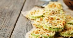 Almond Parmesan Crusted Zucchini Crisps - Low Carb / Keto Recipes, Resources, Articles & More - Low Carb Keto, Low Carb Recipes, Real Food Recipes, Vegetarian Recipes, Dishes Recipes, Vegan Dishes, Cooking Recipes, Zucchini Parmesan Crisps, Zucchini Chips Recipe
