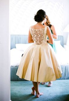 Um wow! Love the back of this vintage wedding dress!