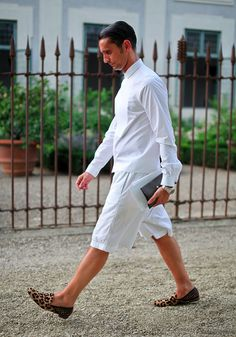 Love the leopard shoes! Shot by Oliveira Men Street, Street Wear, Fashion Brand, Mens Fashion, Fashion Menswear, Street Fashion, White Tunic Tops, White Shorts, Best Dressed Man