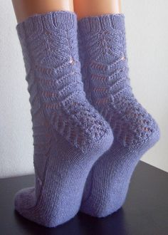 Free knit pattern--Socks!!!
