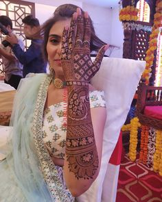 Top 20 Bridal Mehndi Design Images And Photos Wedding Henna Designs, Engagement Mehndi Designs, Latest Bridal Mehndi Designs, Mehndi Designs 2018, Stylish Mehndi Designs, Mehndi Designs For Girls, Henna Hand Designs, Floral Henna Designs, Rajasthani Mehndi Designs