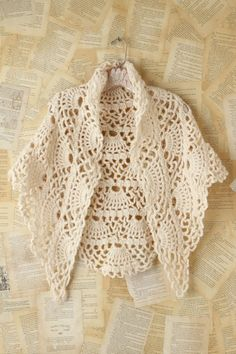 free crochet shawl pattern - Shawl for Vintage Lovers by MYpicot Poncho Crochet, Beau Crochet, Pull Crochet, Mode Crochet, Crochet Gratis, Crochet Shawls And Wraps, Crochet Jacket, Crochet Scarves, Crochet Clothes