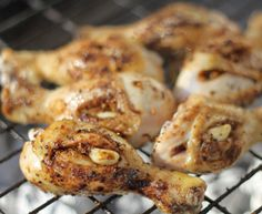 Jan Braai's garlic and peri peri chicken drumsticks is the perfect recipe with peri peri spice rub. Find these and other peri peri spice rub recipes on EatOut Braai Recipes, Rub Recipes, Cooking Recipes, Recipies, Chicken Drumstick Recipes, Chicken Recipes, South African Braai, Turkish Restaurant, Peri Peri Chicken