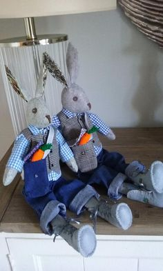 Making Luna Lapin: Sew and Dress Luna, a Quiet & Kind Rabbit with Impeccable Taste Baby Doll Clothes, Baby Dolls, Hand Sewing Projects, Sewing Ideas, Fabric Toys, Christmas Sewing, Doll Accessories, Softies, Doll Toys