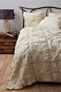 Rosette Quilt, Ivory | Anthropologie