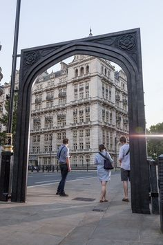 A Lost Palace Gets Recreated in London - Creators