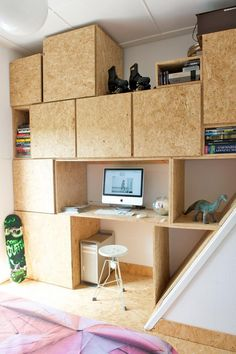 Home of Sanne — anke Leunissen Osb Plywood, Plywood Storage, Plywood Cabinets, Plywood Furniture, Diy Furniture, Plywood Walls, Box Room Beds, Garage Interior, House Plants Decor